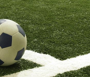 Futebol em Gramado Sintético