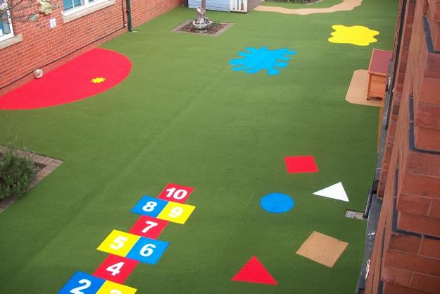 Grama sintética colorida para espaços infantis - Sportlink df33b8f692cc8