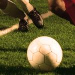Campo de futebol com gramado artificial: a preferência dos boleiros amadores!