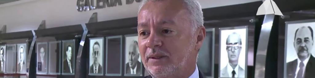 Bobô quer grama artificial nos estádios da Bahia