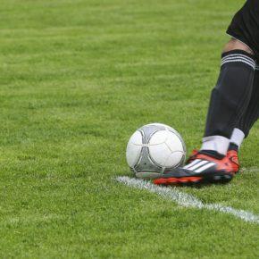 Por que os clubes brasileiros deveriam adotar a grama sintética em 2018?