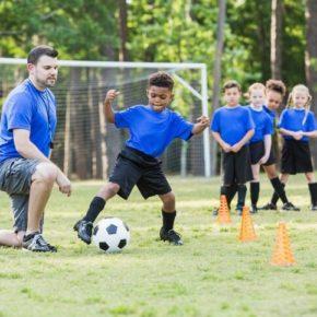 Escuelitas de fútbol ayudan en el desarrollo físico y psicológico de los niños