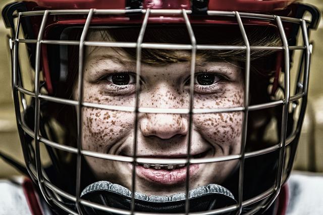 hockey no campo de grama sintética