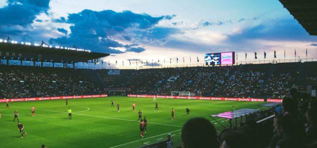 Como a o Gramado Sintético e o VAR (Vídeo Assistant Referee) mudaram o Futebol