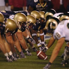 Quais estádios da NFL utilizam grama sintética?