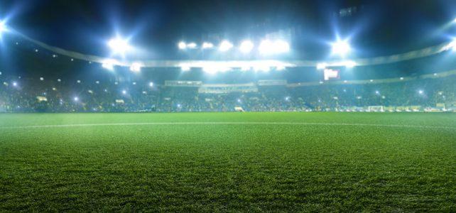 Como um estádio de futebol pode se beneficiar da grama sintética?
